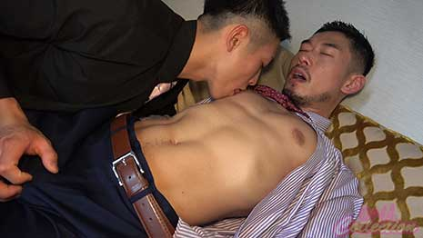 2 Japanese hunks in executive wear explore each PPV-1899950 other, starting from the lips, then nipples, cock, and finally the ass. (They might be a couple in real life, judging from the matching rings they spot on their left hands.)